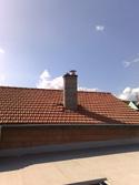 Dvouprůduchový komín vnitřkem domu, Jiříkovice